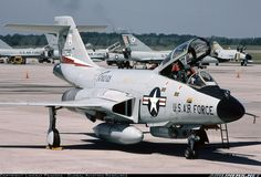 McDonnell Douglas Voodoo - Texas Air National Guard (ANG) - with Delta Darts and an Phantom in the background. Us Military Aircraft, Military Jets, Us Air Force, Fighter Aircraft, Fighter Jets, Reactor, Aircraft Painting, American Fighter, War Machine