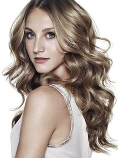 Best Haircuts for Wavy Hair styles for long wavy hair Hair Colour For Green Eyes, Dark Blonde Hair Color, Hair Color For Fair Skin, Cool Hair Color, Hair Colors, Ash Blonde, Haircuts For Wavy Hair, Long Layered Haircuts, Cool Hairstyles