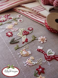 Embroidery Machine Operator until Embroidery Stitches Kinds in Hand Embroidery Patterns Geek our Embroidery Designs Of Sewing Machines Wool Embroidery, Ribbon Embroidery, Embroidery Stitches, Embroidery Designs, Felt Crafts, Fabric Crafts, Sewing Crafts, Sewing Projects, Felt Applique