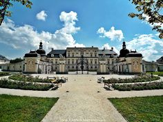 Castle in Edeleny - Hungary Famous Buildings, Amazing Buildings, Palaces, Wonderful Places, Beautiful Places, Heart Of Europe, Fairytale Castle, Castle Ruins, Beautiful Castles