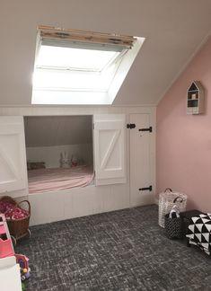 Small Room Bedroom, Home Bedroom, Girls Bedroom, Sleeping Nook, Attic Conversion, Diy Bed, Kidsroom, Kitchen Design, Sweet Home