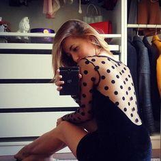 #inst10 #ReGram @vsantangeli: | Ciao ragazze!!!  So' di avervi già mostrato quest'abito  ma l'adoro troppo  Amo i pois amo il velluto e amo i vestiti neri  quindi ritrovarli tutti insieme in un unico abito è il  Vi mando un bacio  e vi auguro come sempre una bellissima serata!  |  #ootd #outfit #outfitoftheday #vuesse #vuessefashion #inspoforallgirls #inspoforgirls #fashion #style #BlackBerryClubs #BlackBerryPhotos #BBer #BlackBerryPassport #BlackBerryGirls