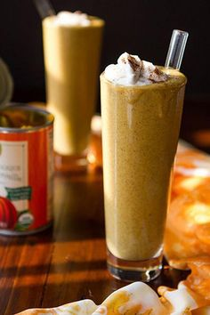 Creamy Pumpkin Pie Smoothie - I''m always looking for a good pumpkin smoothie. This looks like the perfect breakfast smoothie. Vegan Pumpkin, Canned Pumpkin, Pumpkin Recipes, Fall Recipes, Vegan Recipes, Pumpkin Spice, Healthy Pumpkin, Pumpkin Butter, Vitamix Recipes
