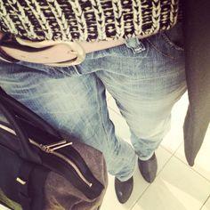 Casual Business in Black! Meine Lieblings-Jeans Lowky von Diesel - geht einfach immer ❤ Melange-Strickpulli (Urban Outfitters)  Blazer-Wollmantel (Zara) Ankle Boots (Flavio Menorca über www.stil-carree.de)  Ledergürtel Nabuc (Lilyalá)  Business-Tote Mary (Lupo Barcelona über www.stil-carree.de) #lookoftheday #styleoftheday #lupobarcelona #flaviomenorca #zara #ankleboots #denimstyle #styleblogger