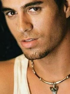 This week we feature Enrique Iglesias as one of our handsome Spanish men. Much more than a pretty face, Enrique has inherited his father's good looks and. Enrique Iglesias, Beautiful Men Faces, Gorgeous Men, Beautiful People, Pretty People, Disney Channel, Spanish Men, Latin Men, Photo Portrait