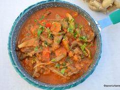 Mâncare de ciuperci pleurotus cu ceapă, legume și sos de roșii – rețeta de post Thai Red Curry, Vegan, Ethnic Recipes, Food, Essen, Meals, Vegans, Yemek, Eten