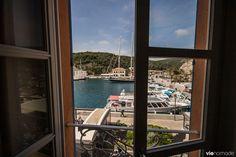 Dormir en Corse du sud: les plus beaux hébergements Aragon, Design Hotel, Corsica, Destinations, Outdoor Chairs, Outdoor Decor, Best Western, Ocean Waves, Beach