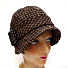 Cloche Hat in Houndstooth: Pour moi? Ok then.