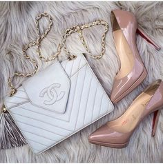 Chanel vintage bag and Christian Louboutin Pigalle nude pointed pumps - Fashion accessories and luxury