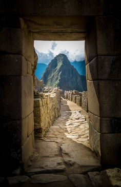Huayna Picchu, Peru – This m mountain is the magnificent backdrop of Machu Picchu. A road with steps allows you to reach the summit in just one hour. Machu Picchu, Huayna Picchu, Places To Travel, Places To See, Travel Destinations, Travel Around The World, Around The Worlds, Equador, Ushuaia