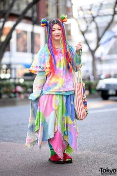 Harajuku Girl in Colorful Vintage Style From El Rodeo & Harry Potter x Bertie Botts Bag Tokyo Fashion, Harajuku Fashion, Kawaii Fashion, Fashion News, Harajuku Style, Harajuku Japan, Harajuku Girls, Weird Fashion, Colorful Fashion