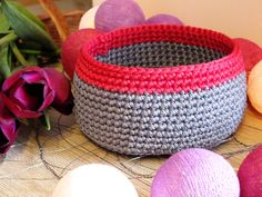 Because spring brings colorful days with crochet bags!