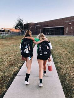 Me and My bff on the first day of school Photos Bff, Best Friend Photos, Best Friend Goals, Friend Pics, Bff Pics, Soccer Pictures, Funny Volleyball Pictures, Volleyball Pics, Soccer Pics