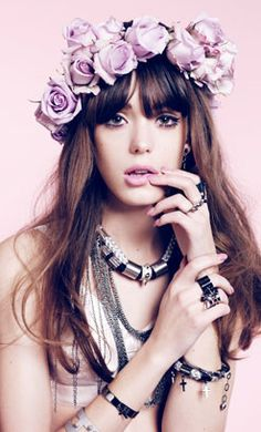 FLORAL HEADBANDS Tomorrow is the Spring Equinox and there really is no better way to celebrate than by wearing flowers in your hair. Flower Crown Hairstyle, Fashion Photography, Wedding Photography, Floral Headbands, Fashion Headbands, Poses, Spring Trends, Flower Fashion, Flowers In Hair