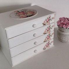 Gaveteiro Porta Joias ou Tiaras com 4 gavetas #baby #fortalezace #fortaleza #fortalezaceara #bijuterias #artesanato #flowers