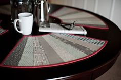 Fan-tastic 2 placemat for round table