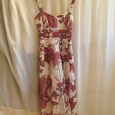 Zara Basic Dress Zara Basic, size 5, red and white floral pattern, zipper on left hand side, elastic band in back, fully lined, straps, where skirt meets bodice the edge is exposed this is a really cute detail, outer shell 70% cotton 30% silk lining 100% polyester dress. Zara Basic Dresses Midi
