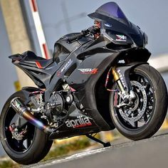 chairellbikes4life: All Carbon! RSV4 YES OR NO? #RSV4#APRILIA#carbonfiber #chairellbikes4life