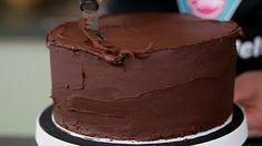 Please wait. Fondant Cakes, Cupcake Cakes, Cupcake Frosting, No Bake Desserts, Dessert Recipes, Basic Cake, Cake & Co, Oreo Dessert, Diy Cake