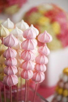 Macarons, cupcakes & cakepops move over.There is a new sweet trend on the block - meringue wedding treats! Meringue Desserts, Meringue Cookies, Merguine Cookies, Meringue Girls, Pavlova, Cakepops, First Birthday Parties, First Birthdays, Birthday Kids