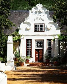 "Nathan Sampson on Instagram: ""Cape Dutch architecture, Capetown, South Africa. #capedutcharchitecture #capetownsouthafrica #morgensterwineandoliveestate"" Beautiful Architecture, Beautiful Buildings, Colonial Architecture, Beautiful Places, Villas, Painted Brick Exteriors, Cape Dutch, African House, Dutch House"