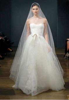 Reese Witherspoon's Monique Lhuillier Wedding Dress | PreOwned Wedding Dresses