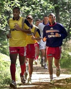 Best Football Players, Football Soccer, Vintage Football Shirts, Zinedine Zidane, Football Wallpaper, Liverpool Fc, Biceps, Athlete, Thierry Henry