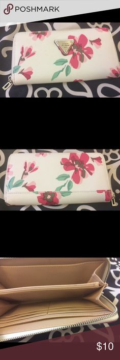 Guess Floral Wallet Floral fantasies come true in this non-leather, animal friendly wallet. Copious compartments for storage of cash, coin, and credit cards are realized in this beautiful wallet by Guess.😎Still in Great Condition😎 Guess Bags Wallets