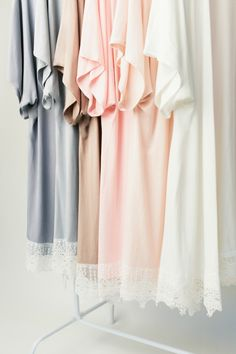 bridal party| Love the idea of the bridal party in matching robes!  #bridesmaids #bridesmaidsgifts #bridesmaidstyle
