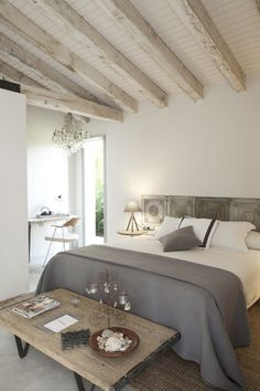 We can't get enough of natural wood. A neutral colour palette on the walls compliments perfectly.