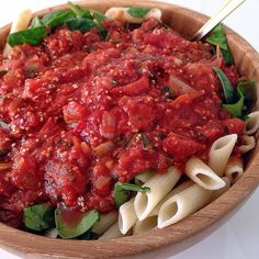 Raw till 4 done spot on: rice pasta, organic spinach, and low sodium/no fat tomato sauce with onion, chopped tomatoes, fresh herbs and chia seeds. washed down with 1L of lemon water!