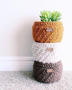 The Arizona Basket Pattern/crochet basket/flower pot Arizona Basket Pattern Bag Crochet, Crochet Market Bag, Crochet Basics, Crochet Hooks, Free Crochet, Yarn Crafts, Diy Crafts, Handmade Crafts, Handmade Rugs