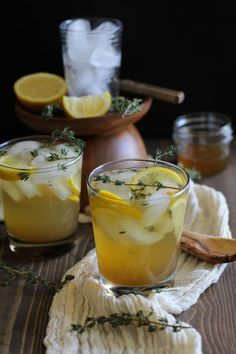Lemon Thyme Bourbon Cocktails (naturally sweetened) - The Roasted Root Fun Drinks, Healthy Drinks, Alcoholic Drinks, Beverages, Aperitif Drinks, Dinner Healthy, Whisky, Fresco, Cheers