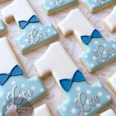 Boy's First Birthday Cookies Super Cookies, Baby Cookies, Baby Shower Cookies, Iced Cookies, Cookies Et Biscuits, Cupcake Cookies, First Birthday Cookies, Birthday Cupcakes, Sugar Cookie Royal Icing