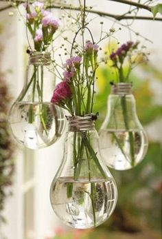 "- DIY-Deko: Zauberhafte Ideen zum Selbermachen Balcony Decoration: The bouquet of the last walk fits wonderfully in the old light bulbs. (Found in ""Simple decoration ideas with great effect"") Diy Luz, Light Bulb Vase, Lamp Bulb, Diy Lampe, Diy And Crafts, Arts And Crafts, Decor Crafts, Cabin Crafts, Party Crafts"