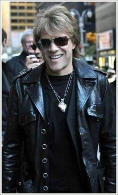 Jon Bon Jovi leavin' the Press Conference of the Mtv E.M.A.'s 2010 in Madrid!