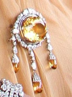Royal Dutch #brooche worn by Queen #Maxima (likely not citrine; yellow aquamarine or yellow diamond?)