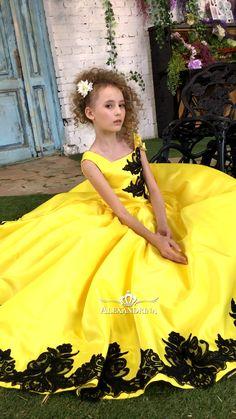 Kids Party Wear Dresses, Baby Summer Dresses, Girls Maxi Dresses, Little Girl Dresses, Nice Dresses, Flower Girl Dresses, Girly Girl Outfits, Kids Dress Patterns, Baby Dress Design