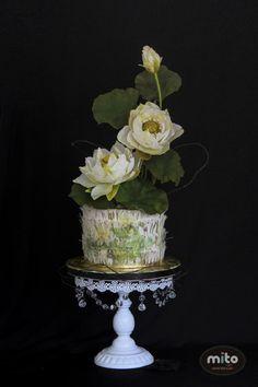 Sugar Lotus cake - Cake by Mito Sweets - CakesDecor White Wedding Cakes, Unique Wedding Cakes, Beautiful Wedding Cakes, Gorgeous Cakes, Pretty Cakes, Amazing Cakes, Lotus Cake, Single Tier Cake, Green Cake