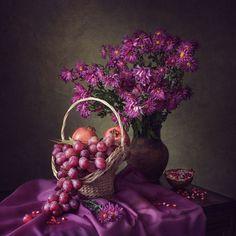 Still life in purple colors by Daykiney Flower Vases, Flower Art, Flower Arrangements, Still Life Photos, Still Life Art, Still Life Flowers, Fruit Art, Arte Floral, Still Life Photography
