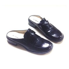 "Unlisted Black Shoes Unlisted shoes in black color. All man made materials. Size 71/2. 1"" Heel. In good condition. Unlisted Shoes Flats & Loafers"