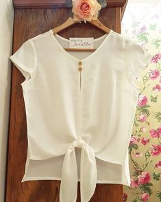 Order contact my whatsapp number 7874133176 Blouse Styles, Blouse Designs, Amarillis, Sewing Blouses, Casual Outfits, Cute Outfits, Sleeves Designs For Dresses, African Fashion, Fashion Dresses