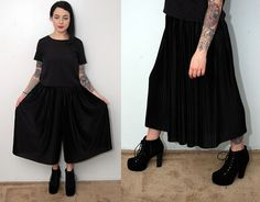 VINTAGE PALAZZO SHORTS black 80s pleat by GhostVintageClothing