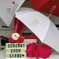 """Natürlich stand auch der FARE®-Verkauf ganz im Zeichen des Valentinstags. Unter dem Slogan """"Schenkt Euch Liebe"""" konnte noch nach einem praktischen Valentinstagsgeschenk für die Partnerin oder den Partner Ausschau gehalten werden.  Allerdings kann jeder Tag ein Tag der Liebe sein und seine große Liebe mit einem praktischen Geschenk als Aufmerksamkeit bedacht werden.   Schaut für interessante Neuheiten und spannende Schirme im Werksverkauf vorbei oder shoppt sie bequem online! Partner, Practical Gifts, Grandma And Grandpa, Umbrellas, Great Love, News"""
