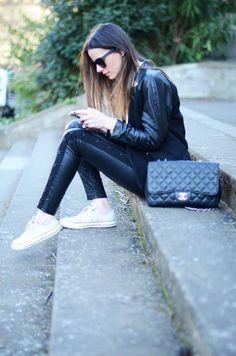 Jacket/Chaqueta:H&M, Pants/Pantalones:Blanco, Bag/Bolso:Chanel, Shirt/Camisa:Zara, Shoes/Zapatos:Converse, Sunnies/Gafas:Uterqüe