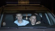 #SZ | Kremlkritiker Nawalny #zu 30 #Tagen Arrest verurteilt   Moskau.  Nach landesweiten Protesten #gegen #die Regierung #hat #ein Moskauer Gericht #den russischen Oppositionellen Alexej Nawalny #zu 30 #Tagen Arrest verurteilt. #Das twitterte Nawalnys Sprecherin #Kira Jarmysch #aus #dem Gerichtssaal #in Moskau #in #der #Nacht. dpa   Der Kremlkritiker #habe wiederholt #gegen #die