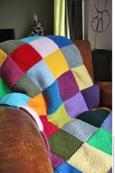 """de """"pour mes jolis mômes, mais pas que.""""..: J'♥ les couvertures... 40 carrés au point mousse en laines de récup' toutes différentes pour une couverture d'environ 70 x 100 cm... pour le moment !"""
