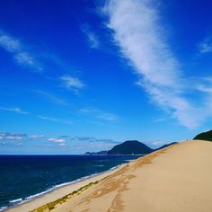 #tbt the Tottori sand dunes: a little desert next to the sea.  #japan #travel #sanddunes #desert #beach #blueskies #travelgram #instatraveller #wanderlust #exploretheworld