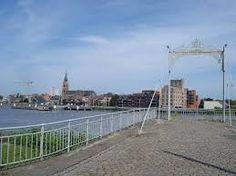 Boom is een belangrijk verkeersknooppunt sinds het graven van het kanaal naar Brussel. De oversteek naar Willebroek werd doorheen de eeuwen steeds beter georganiseerd.