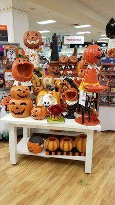Halloween Decorations For Kids, Halloween Table, Halloween Home Decor, Holidays Halloween, Halloween Pumpkins, Happy Halloween, Halloween Horror, Halloween House, Halloween Treats